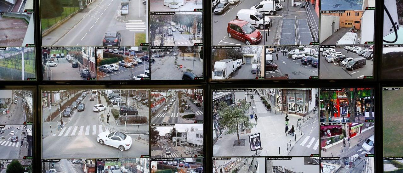 Intelligente Videoüberwachung soll demnächst in der Lage sein, Straftaten durch Algorithmen selbst einschätzen zu können. Foto: Thomas Samson | AFP