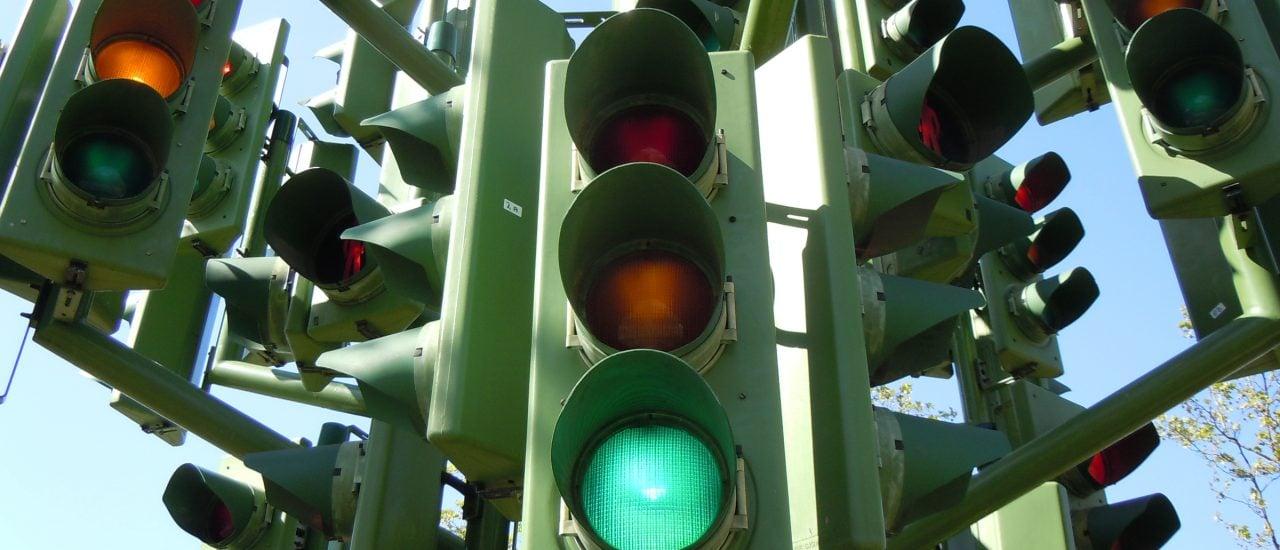 Auch auf unseren Lebensmitteln sollen künftig Ampeln prominent angebracht sein. Foto: Traffic Light Tree | CC BY 2.0 | Kevan / flickr.com