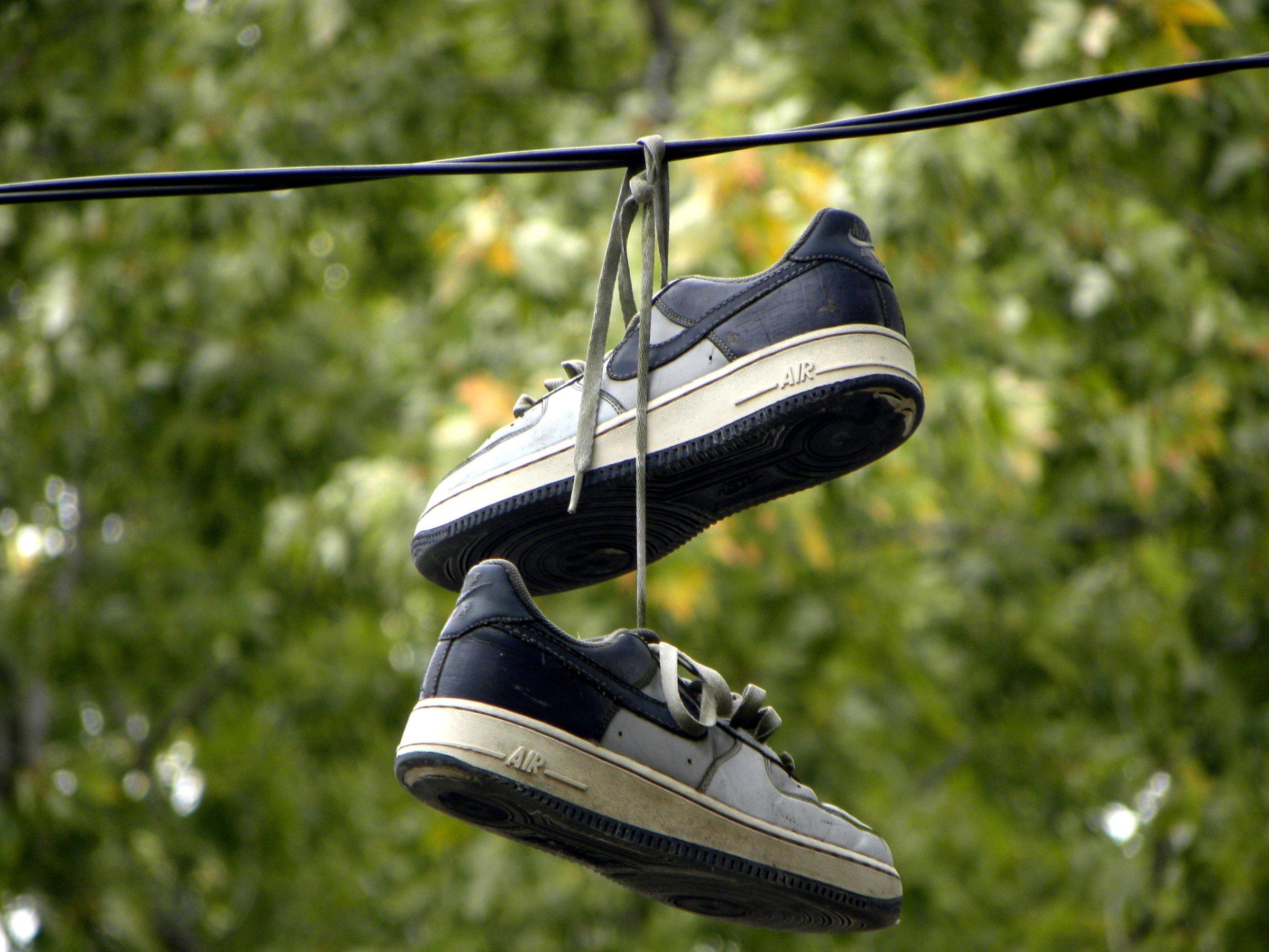 frag mutti immer wei schuhe richtig reinigen wie die sneaker strahlend wei bleiben. Black Bedroom Furniture Sets. Home Design Ideas