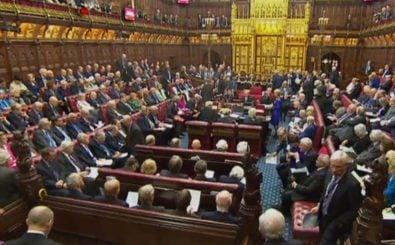Das britische Oberhaus sträubt sich gegen einen Gesetzesentwurf des Unterhauses und Theresa Mays. Foto: PRU | AFP