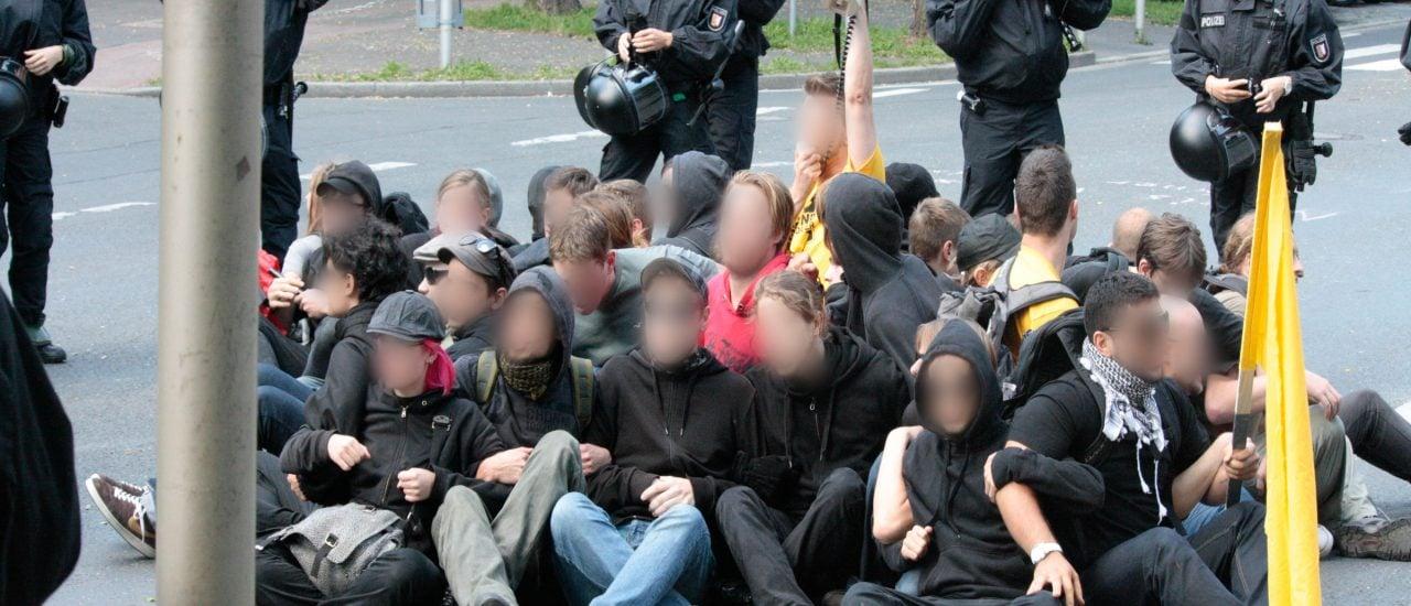 Speziell Demonstrationen aus dem rechten Spektrum ziehen das Interesse von Gegendemonstranten und Blockierern auf sich. Foto: Anti-Nazi-Protest 3. September 2011 Dortmund _MG_7547-Bearbeitet.jpg CC BY-SA 2.0 | DortmundQuer / flickr.com