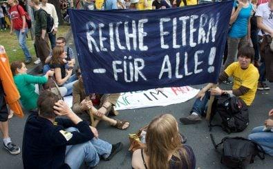 Studenten demonstrieren in Münster für ein bezahlbares Studium – denn das ist heute nicht mehr selbstverständlich. Foto: CC BY-SA 2.0 | Benjamin Claverie / flickr.com