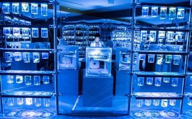 In biotechnologischen Laboren werden Lösungen für viele Menschheitsprobleme gesucht. Foto: BMC Labs at TIFF Bell Lightbox. CC BY 2.0 | Canadian Film Centre / flickr.com