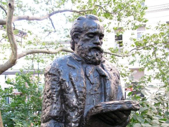 Hat Shakespeares Othello in Musik gegossen: Antonín Dvořák, hier als Statue in Manhattan verewigt. Foto: Eden, Janine and Jim | flickr.com | CC BY 2.0