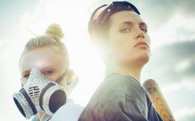 "Maria Dragus als ""Vanilla"" und Ella Rumpf als ""Tiger"" im Film Tiger Girl. | Foto: © 2017 Constantin Film Verleih GmbH / Fogma"
