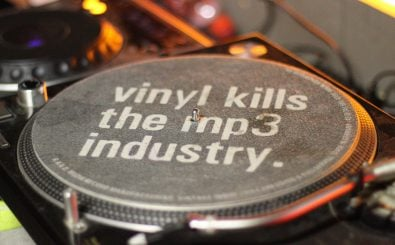 Todgesagte leben länger. Die Schallplatte kann das bestätigen. Gilt das auch für die MP3-Datei? Foto: vinyl kills the mp3 industry | CC BY 2.0 | Acid Pix / flickr.com