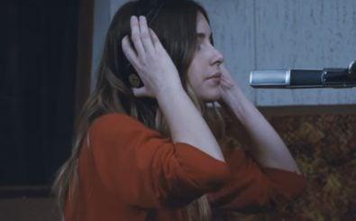Live authentisch eingefangen: Sängerin Alana Haim. Screenshot: HaimVEVO | youtube.com