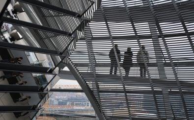 Die Politik in Berlin könnte bald so transparent sein wie die Reichstagkuppel. Foto: Reichstag dome | Oh Berlin / flickr.com | CC BY 2.0