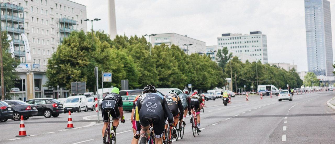 Bild: 8bar team @ Fixed 42 // 2016 | 8bar bikes / flickr.com | CC BY-ND 2.0