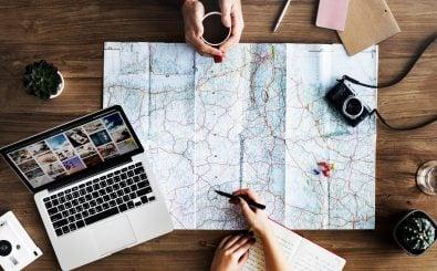 Landkarten, Reiseführer, Apps, Internetseiten… Es gibt mittlerweile viele Wege sich auf eine Reise vorzubereiten. Foto: travel | CC BY 2.0 | Hamza Butt / flickr.com