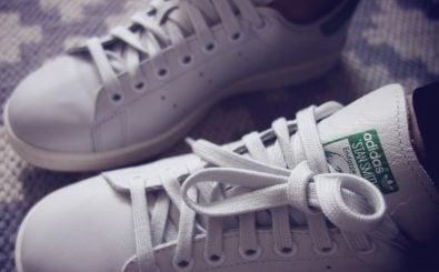 "Der ""Stan Smith"" gilt als Klassiker unter den Sneakern. Foto: stan smith green 3 CC BY-SA 2.0 | Maria Morri / flickr.com"