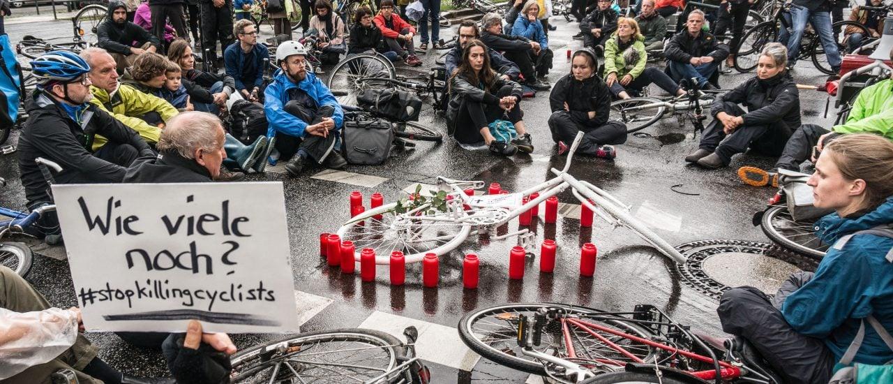 Mahnwache für einen getöteten Radfahrer am 30.6.2017 in Berlin. Foto: Norbert Michalke | Volksentscheid Fahrrad