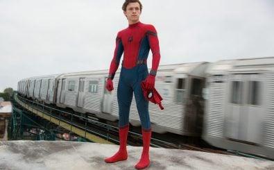 Unter dem Spider-Man-Anzug versteckt sich der eher schüchterne Schüler Peter Parker. Foto: Szenenbild | © 2016 Sony Pictures Releasing GmbH