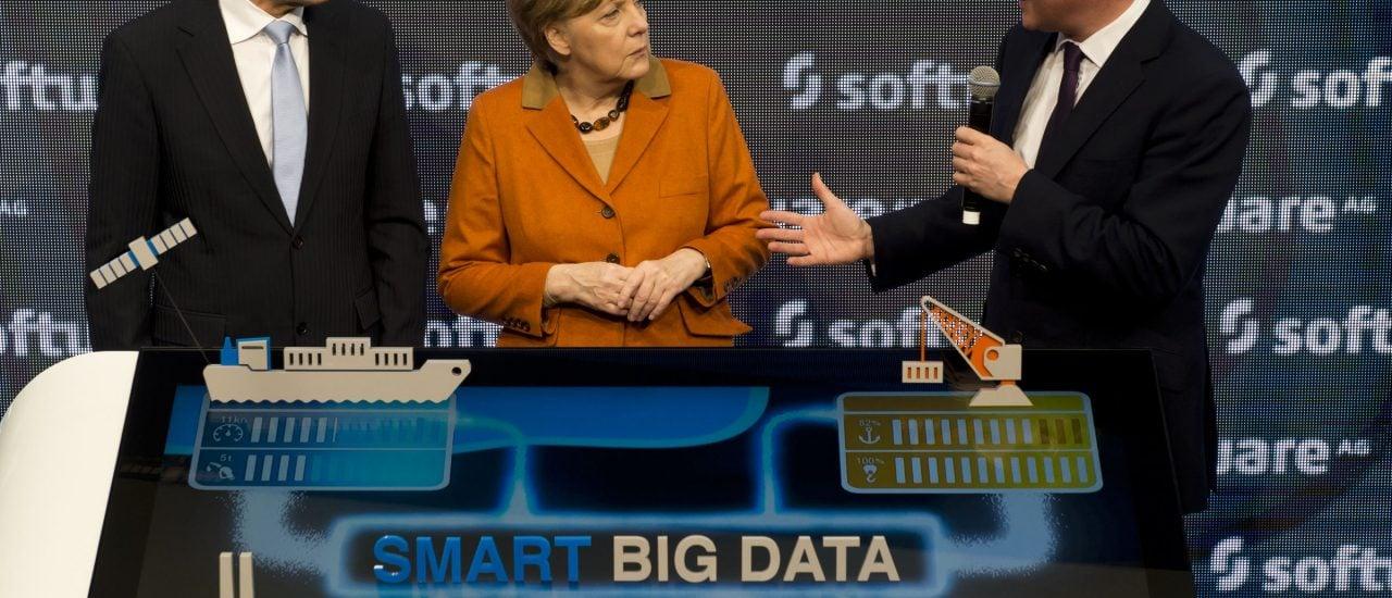 Angela Merkel auf der CeBIT: Für Parteien und Politiker ist es wichtig, genau zu wissen, wie der Wähler tickt. Big Data könnte den Parteien im Wahlkampf dabei helfen, das rauszufinden. Foto: John MacDougall | AFP