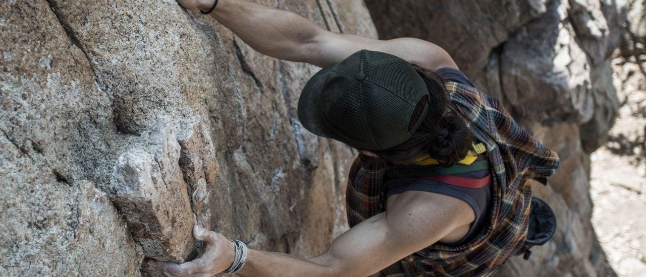 Selbst beim Klettern kann Loslassen wichtig sein. Foto: Tommy Lisbin auf Unsplash