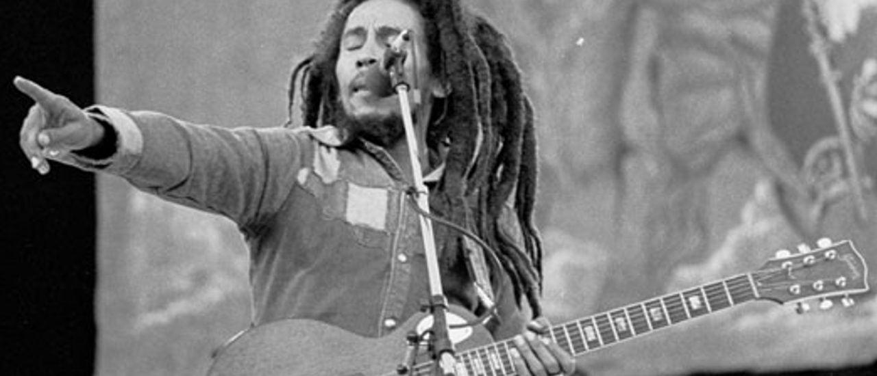 Bob Marley ist nicht nur eine Musikerlegende, sondern eine Symbolfigur für die Rastafari-Bewegung. Foto: Bob Marley CC BY-SA 2.0 | monosnaps / flickr.com