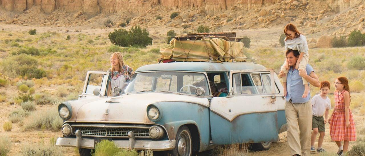 "Rose Mary (Naomi Watts), Brian (Charlie Shotwell), Lori (Sadie Sink), Rex (Woody Harrelson) und Jeannette Walls (Ella Anderson) im Film ""Schloss aus Glas"". Foto: Szenenbild | © 2017 Studiocanal"