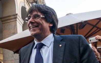 Da wird ihm das Lachen vergehen: Die spanische Justiz hat Haftbefehl gegen Carles Puigdemont erlassen. Foto: Eddy Kelele | AFP