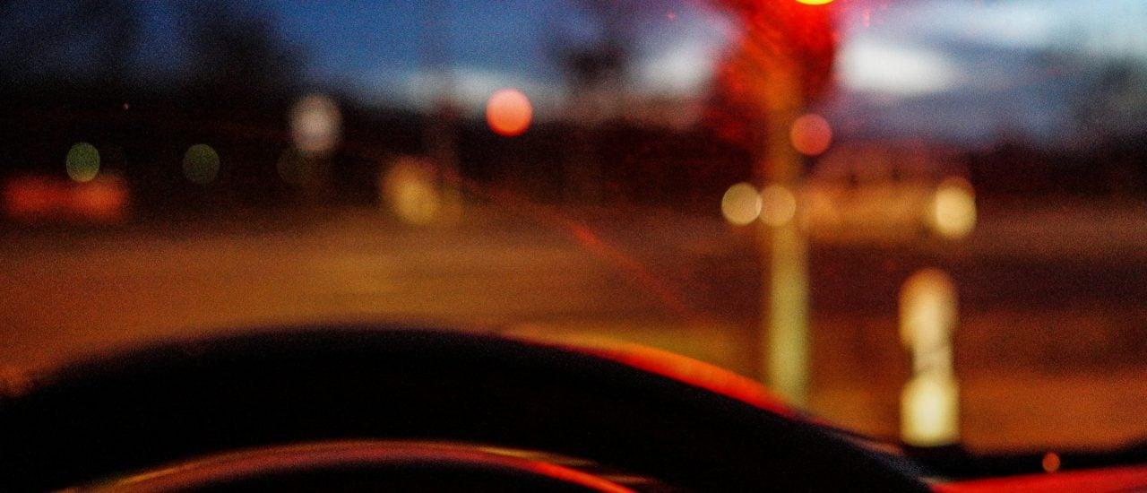Wenn Autos und Ampeln kommunizieren, könnte das den Verkehr sicherer machen. Foto: Red Light | Matthias Ripp / CC BY 2.0 / flickr.com