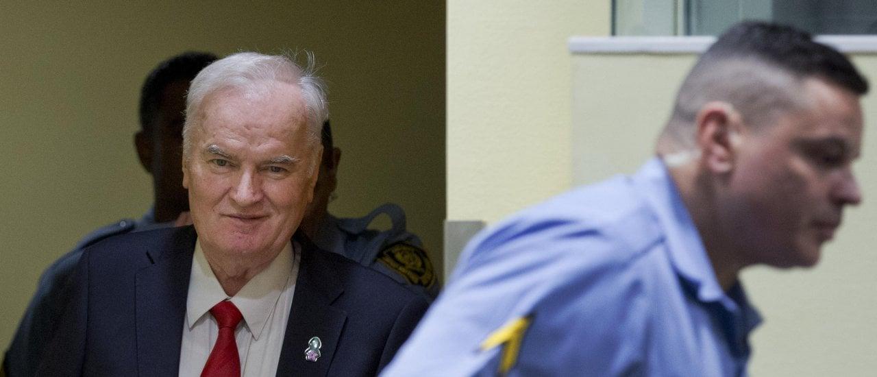Ex-General Ratko Mladić bei der Urteilsverkündung in Den Haag. Foto: Peter Dejong   AFP