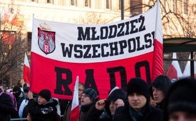 Rechte Gruppen wie die Allpolnische Jugend gewinnen in Polen derzeit an Selbstvertrauen und an Zustimmung. Foto: CC BY-SA 3.0 | Adam Kliczek / Wikimedia Commons