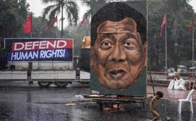Am Internationalen Tag der Menschenrechte wird in Manila gegen die Anti-Drogen-Politik von Präsident Rodrigo Duterte protestiert. Foto: Noel Celis | AFP
