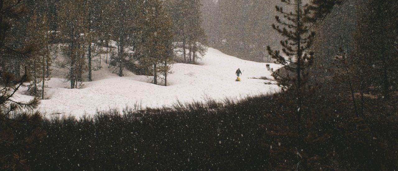 Für Winterspaß braucht es vor allem eins: Schnee. Doch der wird immer knapper. Conner Baker | unsplash.com