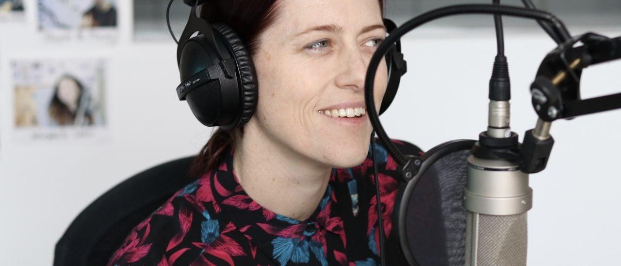 """""""Wir Künstlerinnen fragen uns wieder mehr, was Kunst kann"""" – Kat Frankie zu Gast im detektor.fm-Studio. Foto: Merten Waage / detektor.fm"""