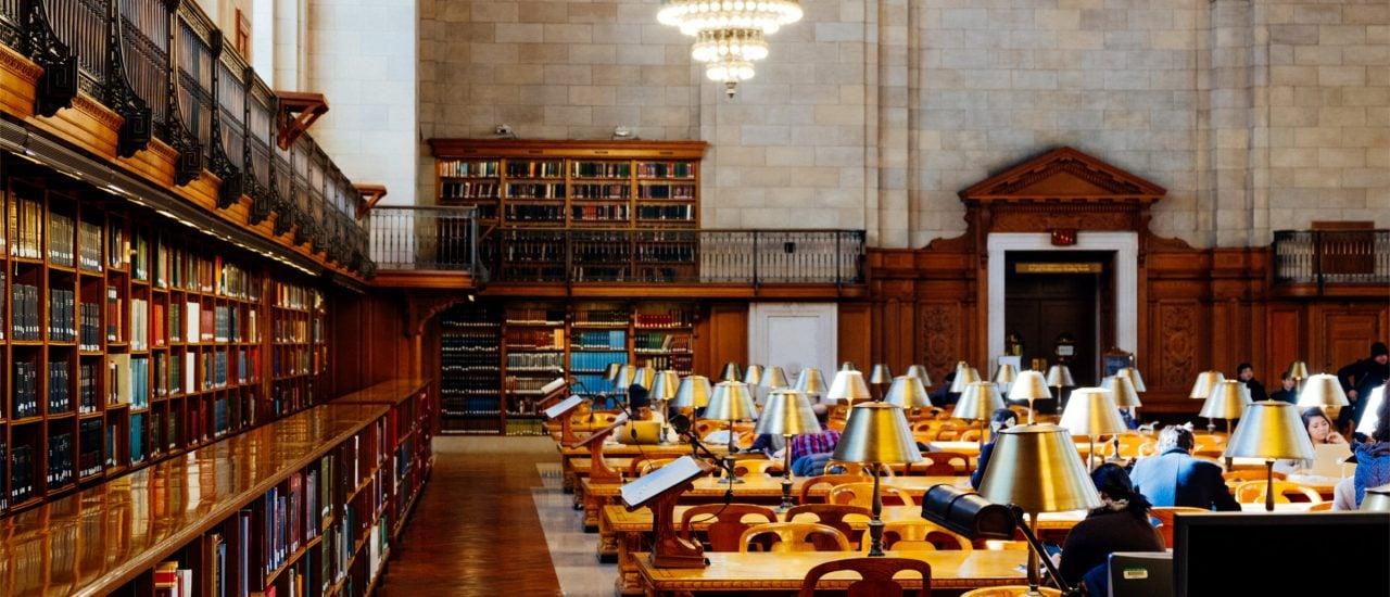 Für geschützte Werke müssen Studenten nicht zwangsläufig die Bibliothek aufsuchen. Foto: Sebas Ribas | unsplash.com