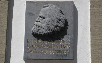 Bald ist die Stadt Trier um eine Marx-Attraktion reicher. Foto: CC BY 2.0 | Paul Arps/ Plaquette on Karl Marx Haus (Trier 2009) / flickr.com