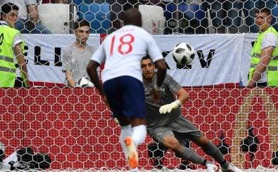 Ob das gut geht? Engländer beim Elfmeterschießen. Foto: Dimitar Dilkoff | AFP