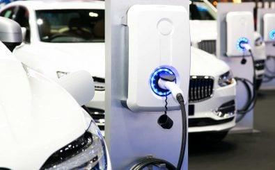 Wer E-Auto fahren möchte braucht vor allem eins: Ladesäulen. Foto: Navee Sangvitoon / shutterstock.com