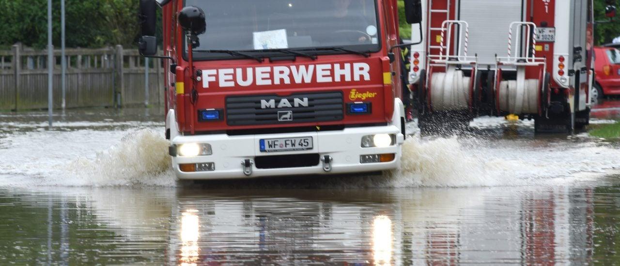 Die Feuerwehr im Einsatz. Foto: Patrik Stollarz | AFP
