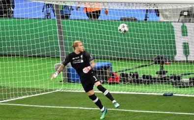Der Zufall hilft beim Tore schießen. Hier profitiert Real Madrid im Champions-League-Finale in Form eines Torwartfehlers von Liverpools Loris Karius. Foto: Sergei Supinsky | AFP