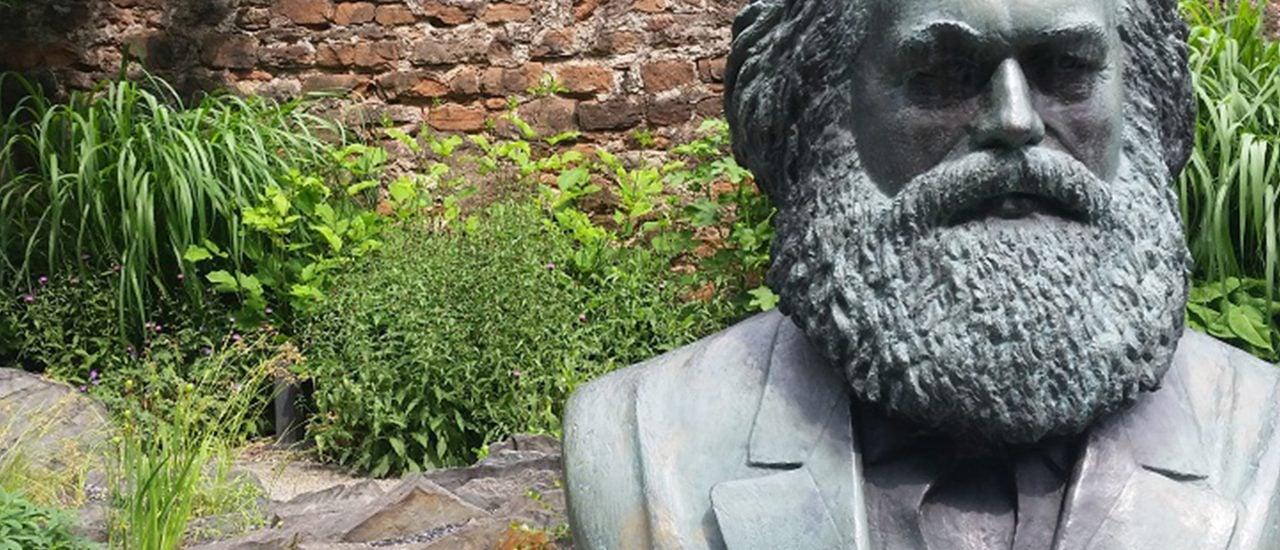 Im Garten seines Geburtshauses erinnert eine Büste an Karl Marx. Foto: Heike Sicconi | GartenRadio