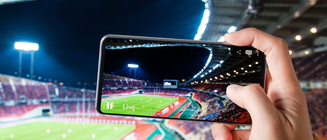 Facebook und Co. bringen Sportevents aufs Smartphone. Foto: red mango | shutterstock.com