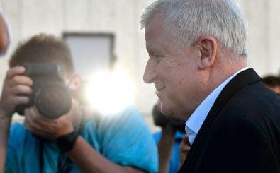 Ob Horst Seehofer nächste Woche noch Bundesinnenminister und CSU-Chef ist, entscheidet sich in diesen Tag. Bild: John MacDougall | AFP