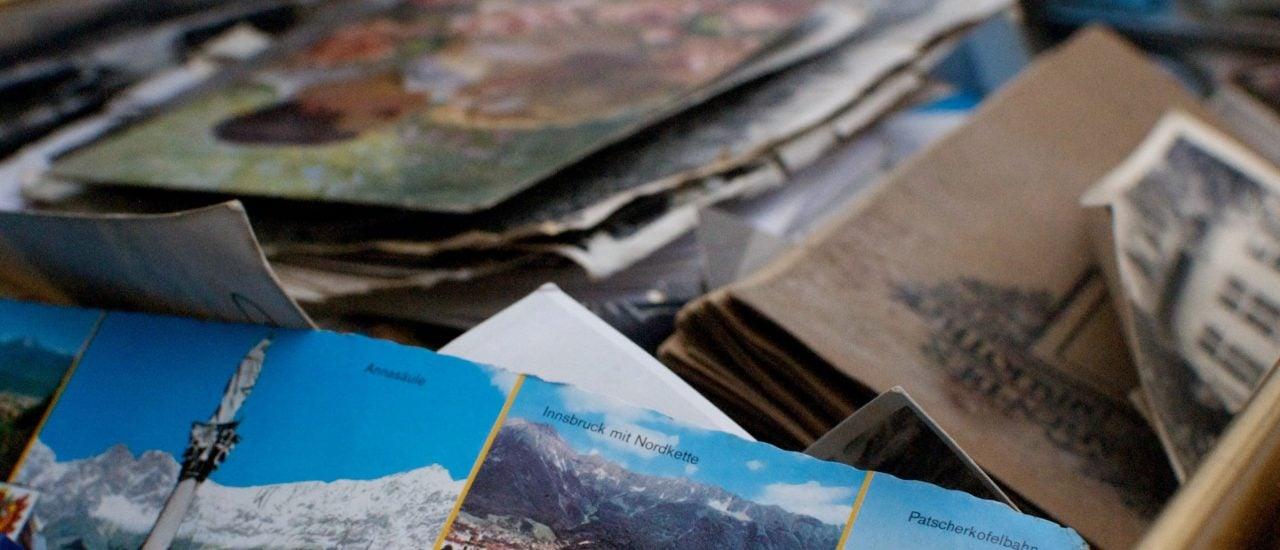 Auch wenn die meisten Postkarten zugegebenermaßen nicht übermäßig kreativ sind, ist die klassische Ansichtskarte im digitalen Zeitalter etwas besonderes. Foto: Christopher Flynn | unsplash.com