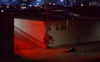 Zu laute Musik tötet – zumindest im neuen Musikvideo von Brodinski. Screenshot: Brodinski feat. Peewee   Longway – Split | youtube.com