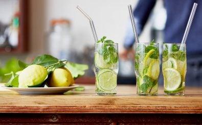 Viele Getränke kann man auch sehr gut ohne Trinkhalm genießen. Wer aber trotzdem einen möchte, könnte einen wiederverwendbaren aus Glas nehmen. Foto: Produktfoto | HALM