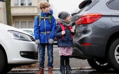 Für Kinder ist der Schulweg zu Fuß sicherer als im Auto der Eltern. Foto: Katja Täubert | VCD