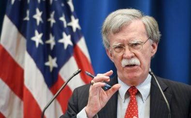 US-Sicherheitsberater John Bolton droht dem internationalen Strafgerichtshof mit Sanktionen. Foto: Fabrice Coffrini | AFP