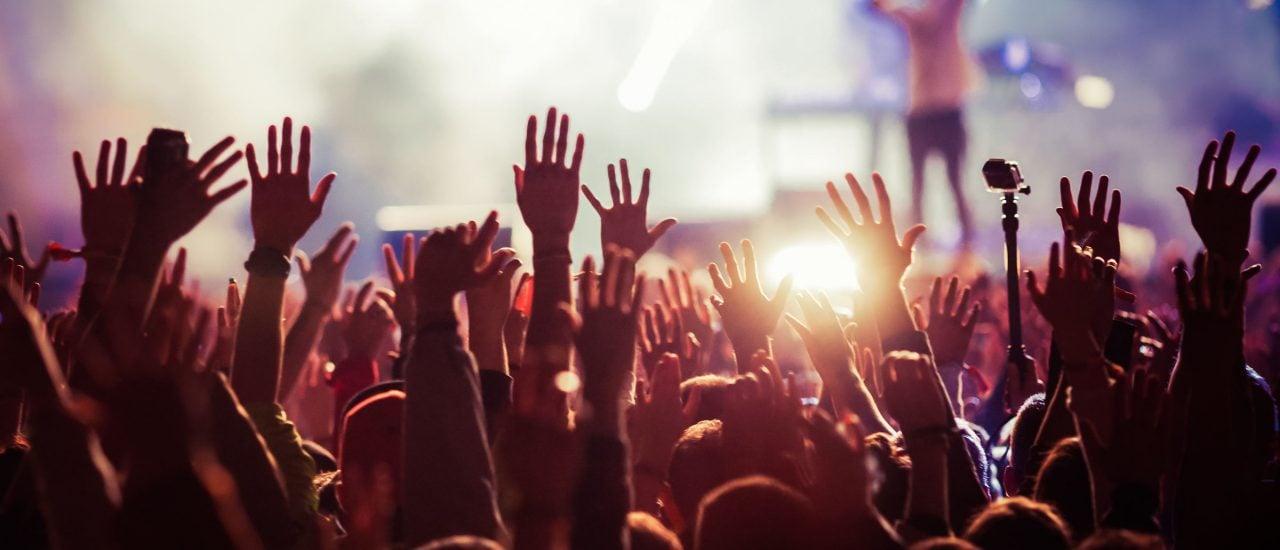 Viele Menschen beschreiben, dass sie ein Schlüsselerlebnis bei einem Live-Konzert hatten. Foto: Shutterstock | Melinda Nagy