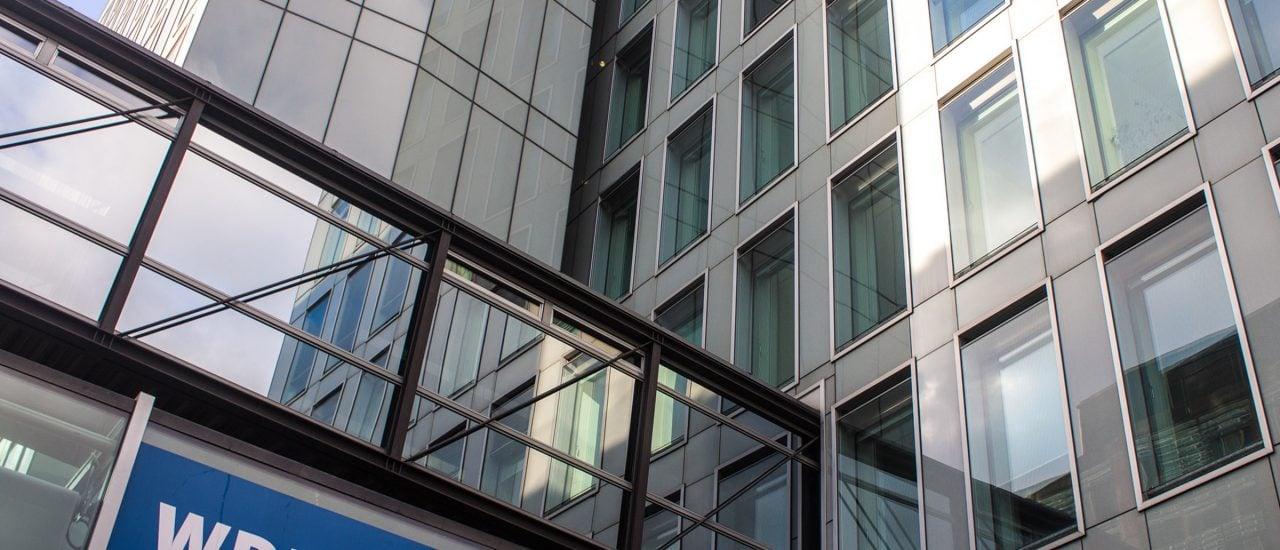 Ein Gebäude des WDR. Foto: Matyas Rehak | shutterstock.com