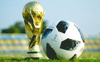 Nicht nur der WM-Pokal wechselt bei einer WM seinen Besitzer, sondern auch viel Geld.  Foto: Fauzan Saari | Unsplash