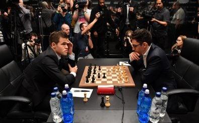 Die Posterboys der Schachsuperlative Magnus Carlsen und Fabiano Caruana werden am Mittwoch das entscheidende Spiel um die Weltmeisterschaft begehen. Foto: Ben Stansall | AFP