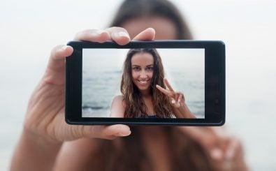 Kann man auf Instagram und Co. jemals glaubwürdig man selbst sein? Foto: Misha Beliy | shutterstock