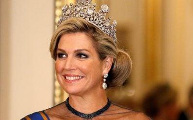Königin Máxima und das Diadem, das sie ebenso wie ihre Vorgängerinnen nun verflucht haben soll. Foto: AFP | Peter Nicholls