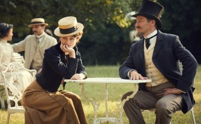 """Für ihren Mann schreibt Colette den Bestseller """"Claudine"""". Foto: DCM Film Distribution"""