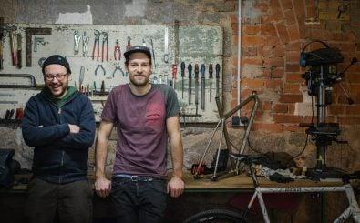 Mario und Jan in ihrer Werktstatt | Bild: Martin Gilluck / ERTZUI Film